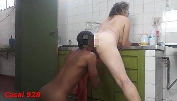 chupando buceta na cozinha