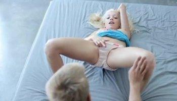 garotinha perdendo a virgindade