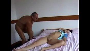 sexo com enteada dormindo