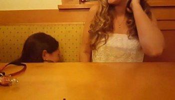 chupando debaixo da mesa