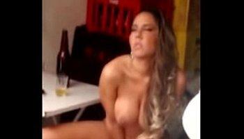 vídeo de peito de mulher